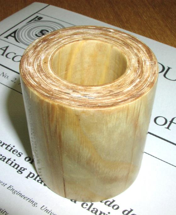 スギで作られた円筒