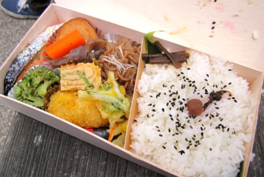 森林セラピープログラムの一部に含まれる地域食材を使ったお弁当